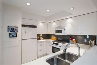 """Photo 7: 2530 CORNWALL Avenue in Vancouver: Kitsilano Townhouse for sale in """"NORTH OF 4TH AVENUE"""" (Vancouver West)  : MLS®# R2440158"""