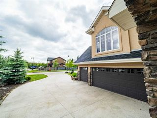 Photo 2: 2495 MARTELL Crescent in Edmonton: Zone 14 House for sale : MLS®# E4204378