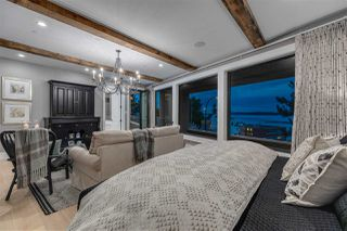 """Photo 8: 15031 VICTORIA Avenue: White Rock House for sale in """"West Beach - White Rock"""" (South Surrey White Rock)  : MLS®# R2471365"""
