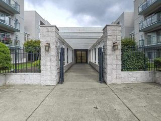"Photo 3: 207 32075 GEORGE FERGUSON Way in Abbotsford: Abbotsford West Condo for sale in ""Arbour Court"" : MLS®# R2525184"