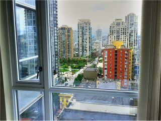 "Photo 2: 1509 1212 HOWE Street in Vancouver: Downtown VW Condo for sale in ""1212 HOWE"" (Vancouver West)  : MLS®# V953087"