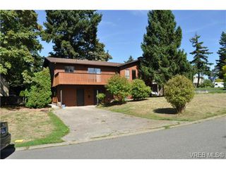 Photo 2: 546 Leaside Avenue in VICTORIA: SW Glanford Single Family Detached for sale (Saanich West)  : MLS®# 328357