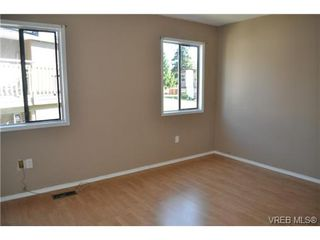 Photo 11: 546 Leaside Ave in VICTORIA: SW Glanford Single Family Detached for sale (Saanich West)  : MLS®# 651452