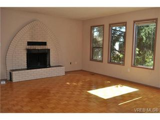 Photo 4: 546 Leaside Ave in VICTORIA: SW Glanford House for sale (Saanich West)  : MLS®# 651452