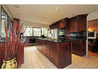 Photo 6: 4449 Sunnywood Place in VICTORIA: SE Broadmead Residential for sale (Saanich East)  : MLS®# 332321