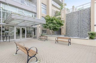 """Photo 2: 1902 280 ROSS Drive in New Westminster: Fraserview NW Condo for sale in """"CARLYLE"""" : MLS®# R2479477"""