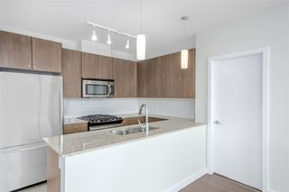 """Photo 8: 1902 280 ROSS Drive in New Westminster: Fraserview NW Condo for sale in """"CARLYLE"""" : MLS®# R2479477"""