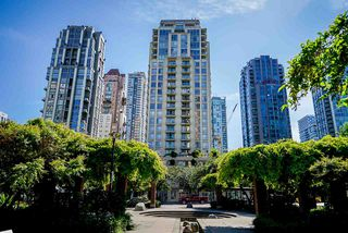 "Main Photo: 1107 1225 RICHARDS Street in Vancouver: Downtown VW Condo for sale in ""THE EDEN"" (Vancouver West)  : MLS®# R2479850"