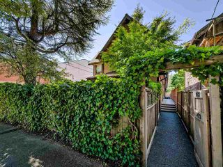 Main Photo: 2421 TRAFALGAR Street in Vancouver: Kitsilano Townhouse for sale (Vancouver West)  : MLS®# R2492547