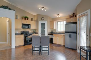 Photo 5: 206 7 EVERRIDGE Square SW in Calgary: Evergreen Row/Townhouse for sale : MLS®# A1037187
