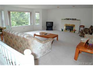 Photo 3: 940 Royal Oak Dr in VICTORIA: SE Broadmead House for sale (Saanich East)  : MLS®# 291192