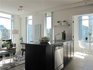 "Photo 10: 1807 1001 HOMER Street in Vancouver: Yaletown Condo for sale in ""The Bentley"" (Vancouver West)  : MLS®# V1076353"