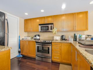 Photo 12: 203 288 UNGLESS WAY in Port Moody: Port Moody Centre Condo for sale : MLS®# R2071333
