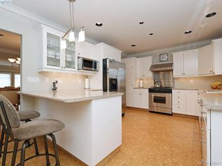 Photo 8: 1158 Oliver St in VICTORIA: OB South Oak Bay Single Family Detached for sale (Oak Bay)  : MLS®# 828923