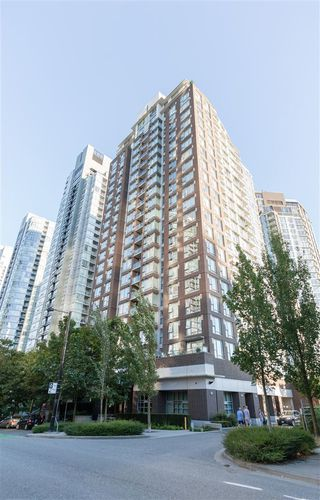 Main Photo: 2108 550 PACIFIC Street in Vancouver: Yaletown Condo for sale (Vancouver West)  : MLS®# R2431497