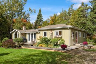Photo 1: 596302 2nd Line W in Mulmur: Rural Mulmur House (Bungalow) for sale : MLS®# X4944153