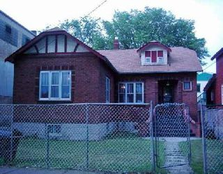 Photo 1: 401 FLORA: Residential for sale (North End)  : MLS®# 2611025