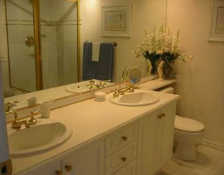 """Photo 4: 39 5221 OAKMOUNT CR in Burnaby: Oaklands Townhouse for sale in """"SEASONS BY THE LAKE"""" (Burnaby South)  : MLS®# V587259"""