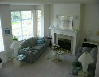 """Photo 2: 39 5221 OAKMOUNT CR in Burnaby: Oaklands Townhouse for sale in """"SEASONS BY THE LAKE"""" (Burnaby South)  : MLS®# V587259"""