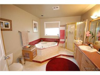 Photo 10: 3553 Desmond Dr in VICTORIA: La Walfred House for sale (Langford)  : MLS®# 635869