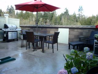 """Photo 1: 32 7428 SOUTHWYNDE Avenue in Burnaby: South Slope Townhouse for sale in """"LEDGESTONE 2"""" (Burnaby South)  : MLS®# V1000912"""
