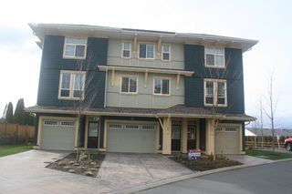 Photo 1: 15 45137 Nicomen Crescent: Townhouse for sale (Chilliwack)  : MLS®# H1401122