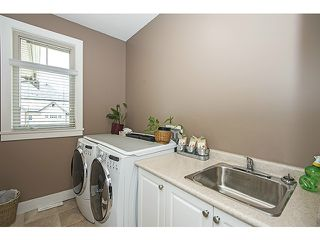 Photo 8: 16356 59A AV in Surrey: Cloverdale BC House for sale (Cloverdale)  : MLS®# F1410039