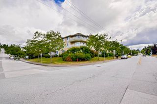 Photo 2: 316 15875 MARINE DRIVE: White Rock Condo for sale (South Surrey White Rock)  : MLS®# R2080349