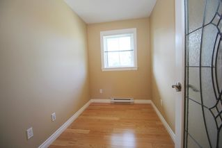 """Photo 10: 305 20750 DUNCAN Way in Langley: Langley City Condo for sale in """"Fairfield Lane"""" : MLS®# R2401633"""