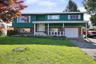 Photo 1: 45836 SILVER Avenue in Sardis: Sardis East Vedder Rd House for sale : MLS®# R2413986