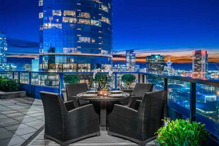"""Photo 2: 3000 1050 BURRARD Street in Vancouver: Downtown VW Condo for sale in """"The Wall Centre"""" (Vancouver West)  : MLS®# R2511937"""
