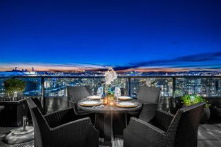 """Photo 3: 3000 1050 BURRARD Street in Vancouver: Downtown VW Condo for sale in """"The Wall Centre"""" (Vancouver West)  : MLS®# R2511937"""
