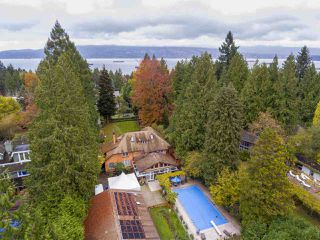 """Photo 2: 4754 W 2ND Avenue in Vancouver: Point Grey House for sale in """"Point Grey"""" (Vancouver West)  : MLS®# R2517751"""