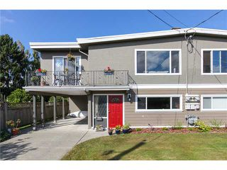 "Photo 1: 5243 57A Street in Ladner: Hawthorne House 1/2 Duplex for sale in ""HAWTHORNE"" : MLS®# V984688"