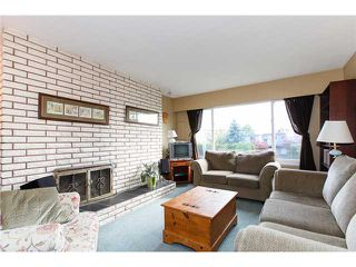 "Photo 2: 5243 57A Street in Ladner: Hawthorne House 1/2 Duplex for sale in ""HAWTHORNE"" : MLS®# V984688"