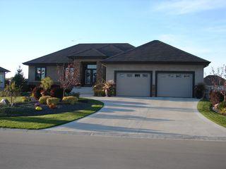Photo 1: 33 Aspen Drive East in Oakbank: Single Family Detached for sale : MLS®# 1415275