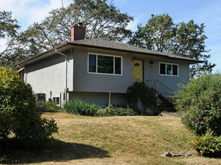 Photo 1: 919 Leslie Dr in VICTORIA: SE Quadra House for sale (Saanich East)  : MLS®# 678066