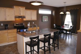 Photo 3: 942 Aldgate Road in Winnipeg: River Park South Single Family Detached for sale (South Winnipeg)  : MLS®# 1511696