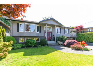 Photo 2: 5458 5B AV in Tsawwassen: Pebble Hill House for sale : MLS®# V1121880