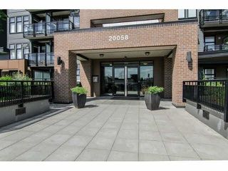 Photo 2: 401 20058 FRASER HIGHWAY in Langley: Langley City Condo for sale : MLS®# R2228625
