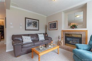 Photo 5: A 583 Tena Pl in VICTORIA: Co Wishart North Half Duplex for sale (Colwood)  : MLS®# 837604