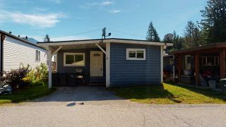 "Photo 1: 3 39768 GOVERNMENT Road in Squamish: Northyards Manufactured Home for sale in ""Three Rivers"" : MLS®# R2478316"