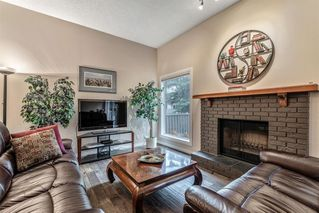 Photo 3: 549 POINT MCKAY Grove NW in Calgary: Point McKay Row/Townhouse for sale : MLS®# A1026968