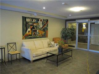 Photo 2: 419 - 3111 34 Avenue NW in Calgary: Varsity Village Condo for sale : MLS®# C3596238