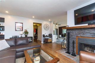 Photo 6: 205 949 Cloverdale Ave in VICTORIA: SE Quadra Condo Apartment for sale (Saanich East)  : MLS®# 820581