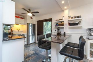 Photo 10: 205 949 Cloverdale Ave in VICTORIA: SE Quadra Condo Apartment for sale (Saanich East)  : MLS®# 820581