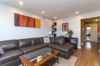 Photo 5: 205 949 Cloverdale Ave in VICTORIA: SE Quadra Condo Apartment for sale (Saanich East)  : MLS®# 820581