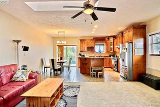 Photo 2: 794 Harrier Way in VICTORIA: La Bear Mountain Single Family Detached for sale (Langford)  : MLS®# 415760