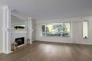 Photo 4: 3660 MCRAE Crescent in Port Coquitlam: Woodland Acres PQ House for sale : MLS®# R2411561