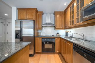 Photo 5: 612 77 Mcmurrich Street in Toronto: Annex Condo for sale (Toronto C02)  : MLS®# C4726279